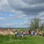Gyerekcsoport a tanösvényen (fotó: H. Kolláth Mária)