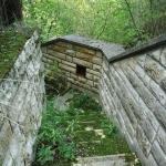 A teraszra romos lépcső vezet fel