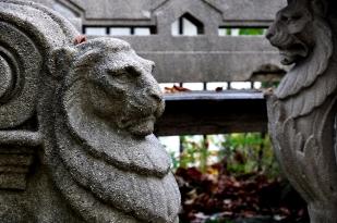 Oroszlános pad a Jókai-kertben