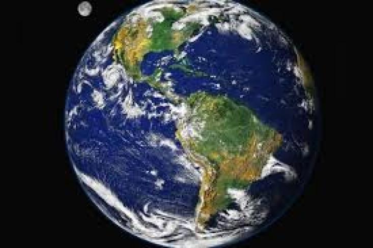 Bolygónk a viágűrből (Forrás: szinhaz.hu)