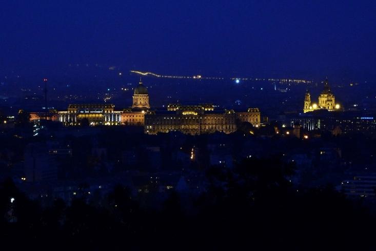 Budapesti látkép – esti panoráma a Sas-hegyről (Fotó: Berkó Gyöngyi)