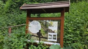 A Honti Szakadékot bemutató egyik tábla (Fotó: Sz. Mosoni Dóra)