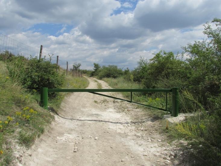 Sorompó a Tétényi-fennsíkon (fotó: Kiss Gyula)