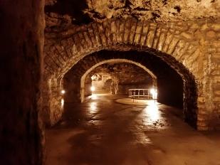 Séta a Vár-barlangban
