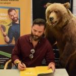 Winkler Róbert, könyvének dedikálása (és egy medvetámadás) közben (Fotó: György Zoltán)