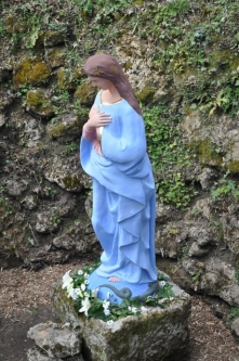 Mária Immaculata-szobor az Alcsúti Arborétumban (Fotó: Kálmán Gergely)