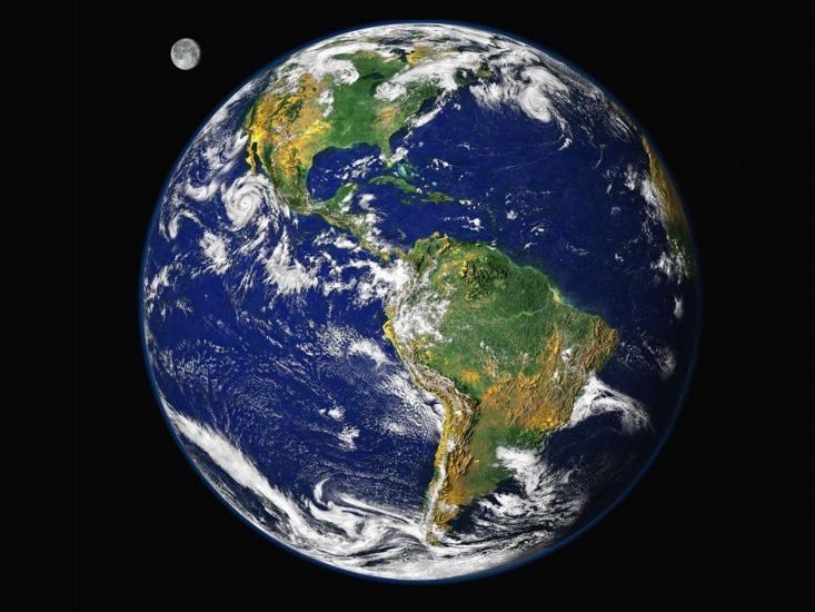 A Föld az űrből (Forrás: tudasbazis.sulinet.hu)