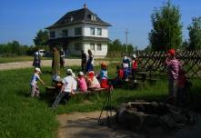 Óvodás csoport látogatása a kökörcsin erdei Iskolánál