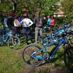 A túrák előtt a túravezető részletesen elmagyarázza az elektromos  kerékpárok használatát.