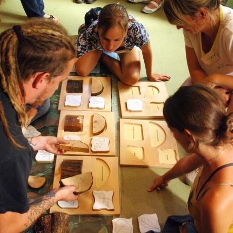 Csoportos játék a Kiállításon (fotó: H. Kolláth Mária)