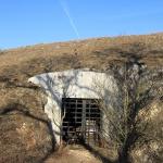 A bányavágat lezárása biztosítja a denevérek nyugalmát. (Fotó: Klébert Antal)