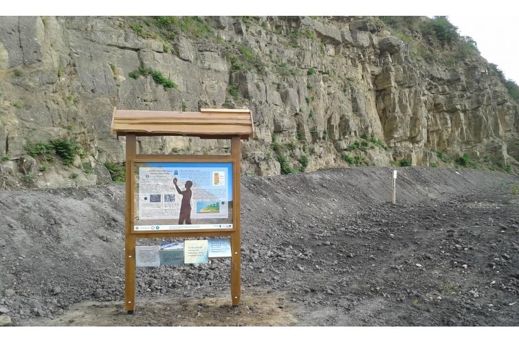 Lábatlani Köszörűkő-bánya, táblával