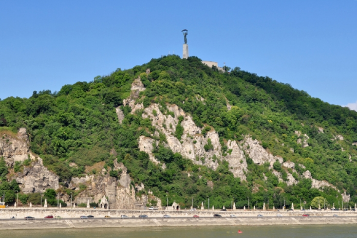 Gellért-hegyi látkép a Dunáról (Forrás: budapest.com)