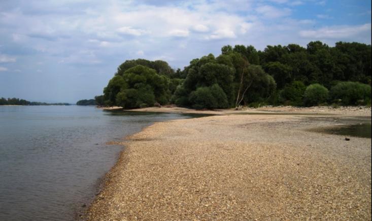 A Duna-part Neszmélynél (Forrás: google.hu)